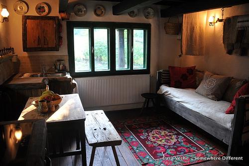 casa-veche-sofa